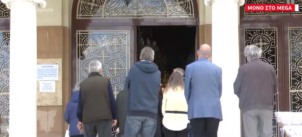 Ιερέας και πιστοί αγνόησαν την καραντίνα σε εκκλησία στη Νέα Σμύρνη