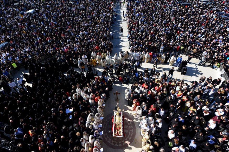 Σε κλίμα συγκίνησης η κηδεία του Πατριάρχη Σερβίας Ειρηναίου – Το αδιαχώρητο στο λαϊκό προσκύνημα