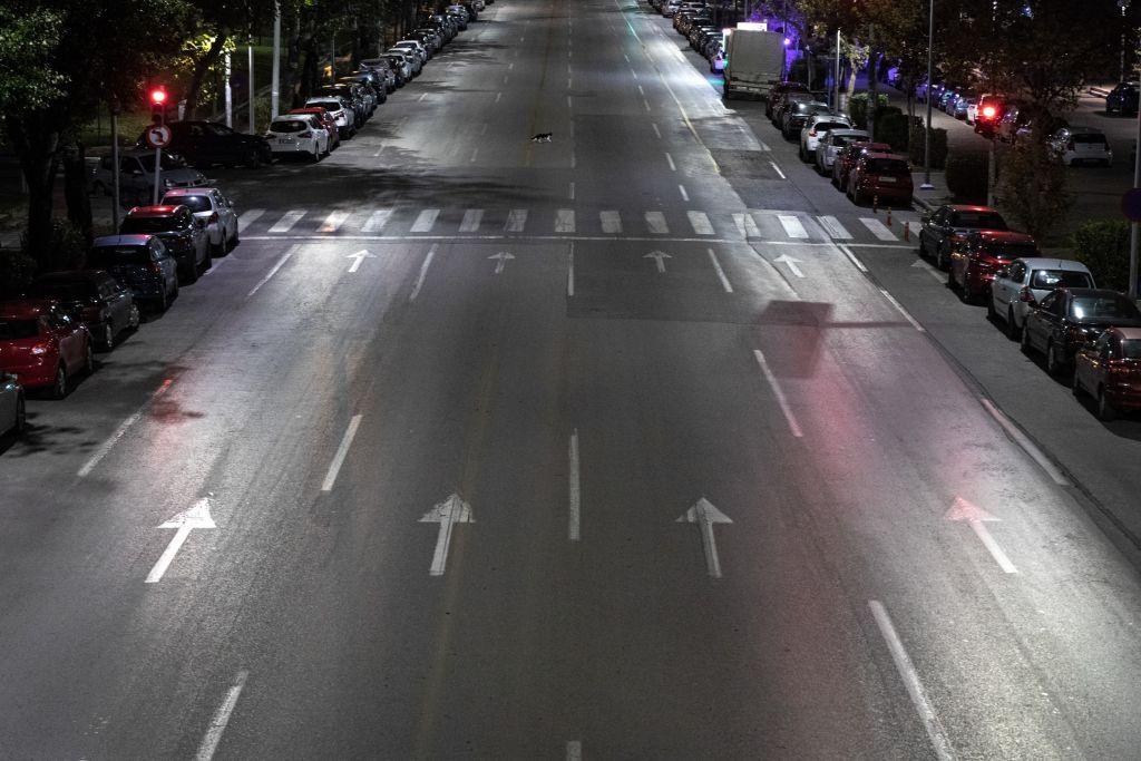 Κοροναϊός : Απαγόρευση κυκλοφορίας μετά τις 21:00 ενώ τα κρούσματα επιμένουν σε τετραψήφιο αριθμό