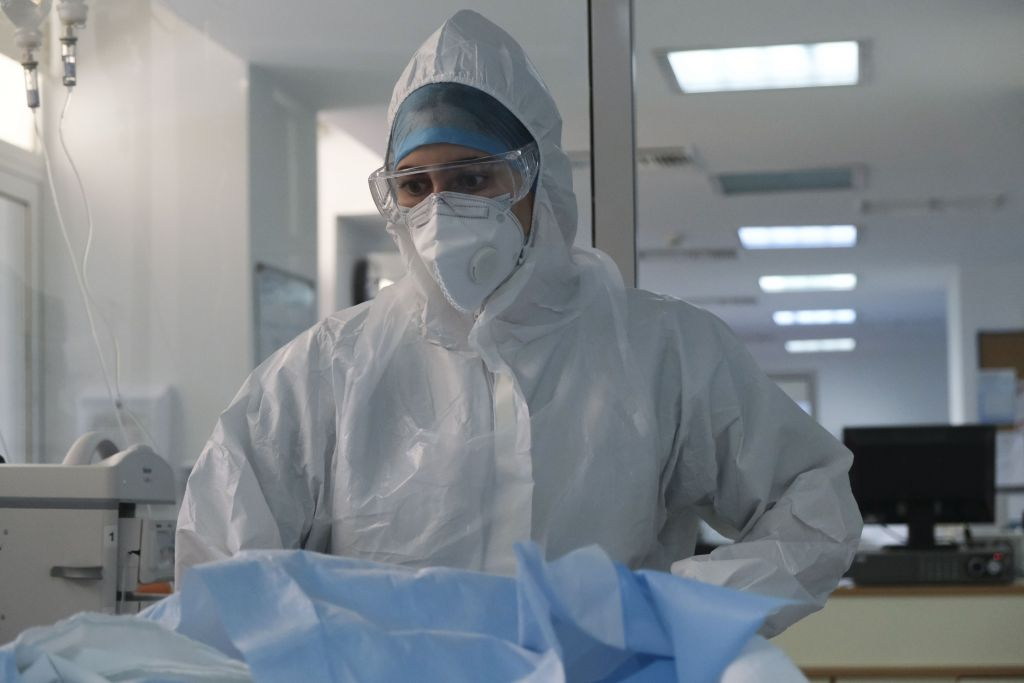 Κοροναϊός : Η πανδημία «χτυπά» τους νέους – 11 ασθενείς 18 έως 39 ετών σε ΜΕΘ