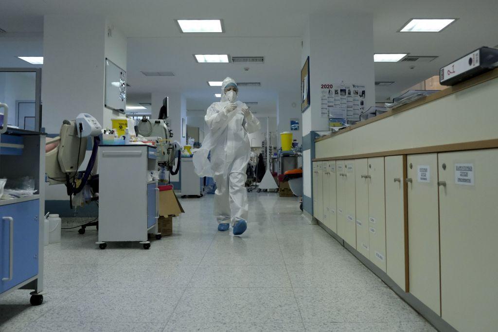 Κοροναϊός : Η συγκλονιστική ανάρτηση του 42χρονου πνευμονολόγου για τον φονικό ιό