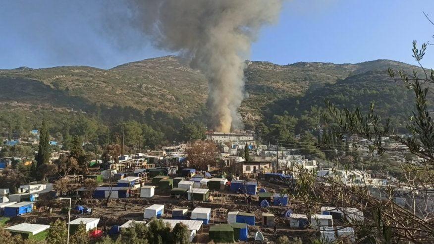 Σαμος: Φωτιά στο ΚΥΤ [εικόνες]