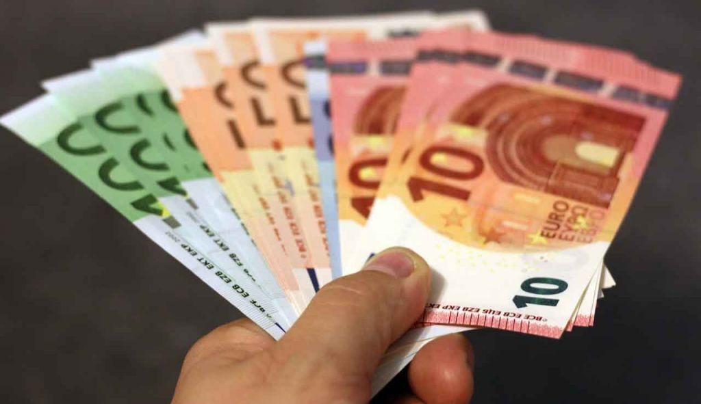 Συντάξεις, επιδόματα, τέλη κυκλοφορίας: Όλες οι ημερομηνίες των πληρωμών
