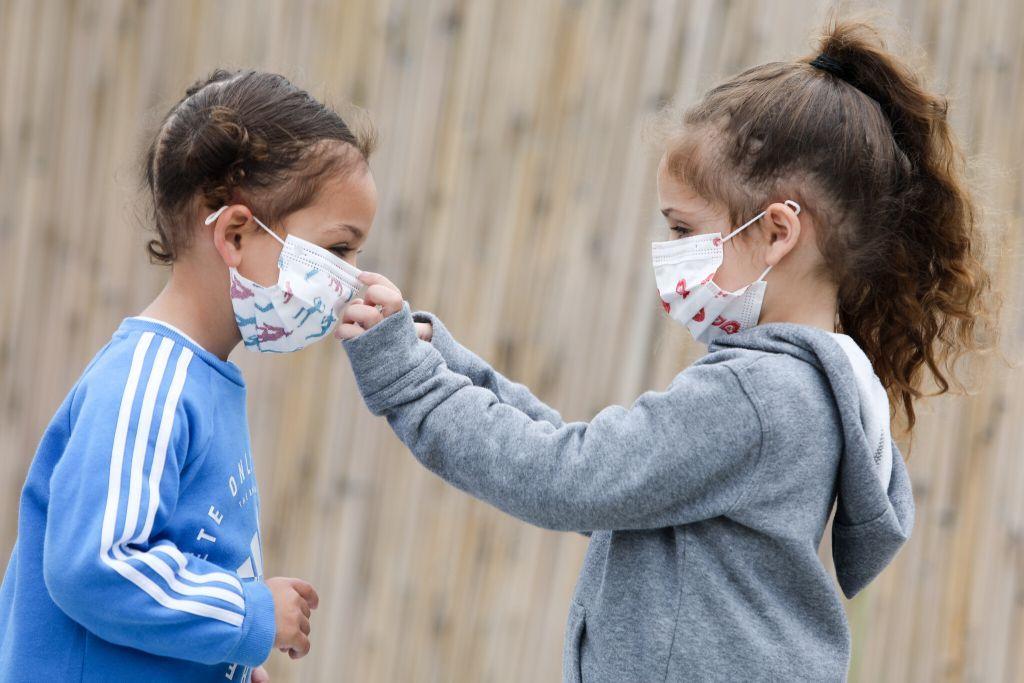 Κοροναϊός : Τα παιδιά παράγουν πιο εξασθενημένα αντισώματα γιατί τον «καθαρίζουν» πιο εύκολα