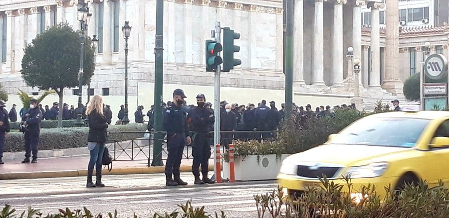 Πολυτεχνείο : Σάλος με τους αστυνομικούς που δεν τηρούν τα μέτρα – Διμοιρία επέστρεψε στη Λαμία λόγω κοροναϊού