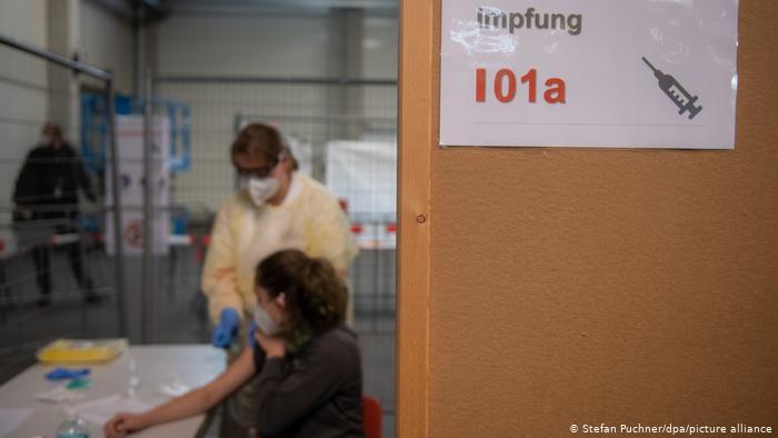 Το εμβόλιο του κυρίου Πίοντεκ θα κοστίζει κάτω από 1 ευρώ και θα φυλάσσεται στο ψυγείο