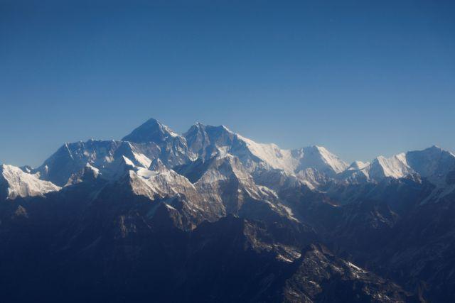 Έβερεστ : Επιστήμονες εγκατέστησαν μετεωρολογικό σταθμό στο ψηλότερο σημείο του κόσμου