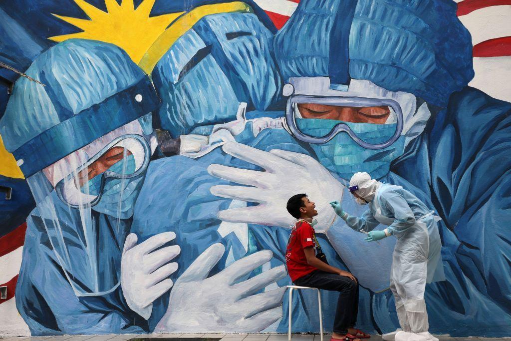 Κοροναϊός : Παρά τις υποσχέσεις, ο αναπτυσσόμενος κόσμος θα περιμένει πολύ για τα εμβόλια