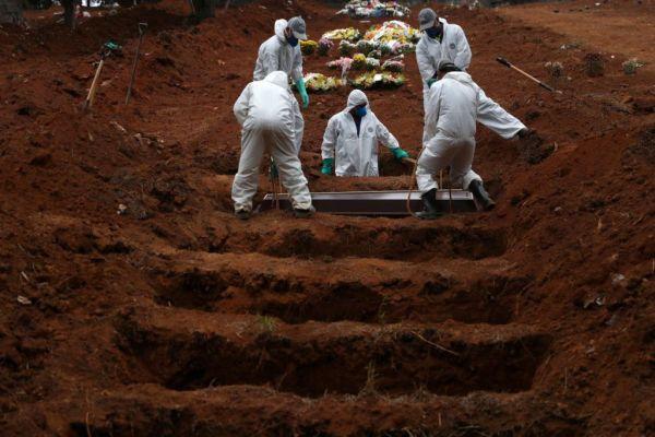 Βραζιλία : Πεθαίνουν με τον ίδιο αμείωτο ρυθμό από κοροναϊό