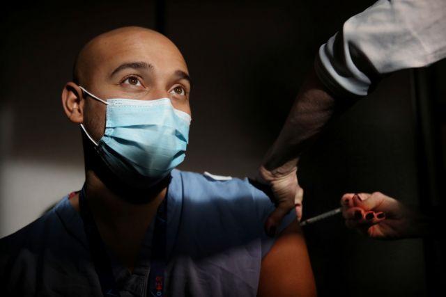 Κοροναϊός: Έλληνας καρδιολόγος έκανε το εμβόλιο της Pfizer – Τι παρενέργειες είχε