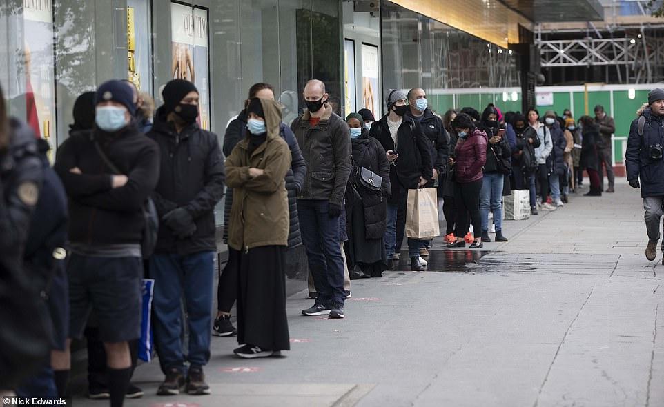 Λαζανάς: Ουρές όπως στην Βρετανία αν δεν γίνει με προσοχή το άνοιγμα της οικονομίας