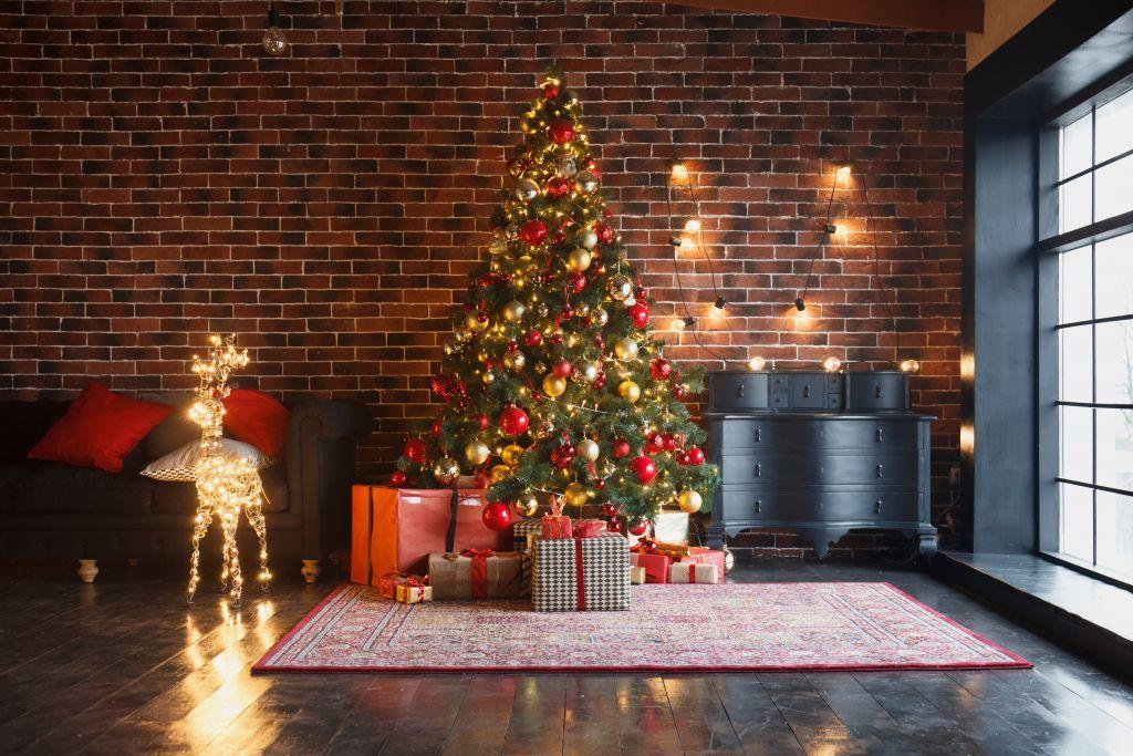 Στολισμός Χριστουγεννιάτικου δένδρου: Η ιστορία του και η πρώτη εμφάνιση στην Ελλάδα