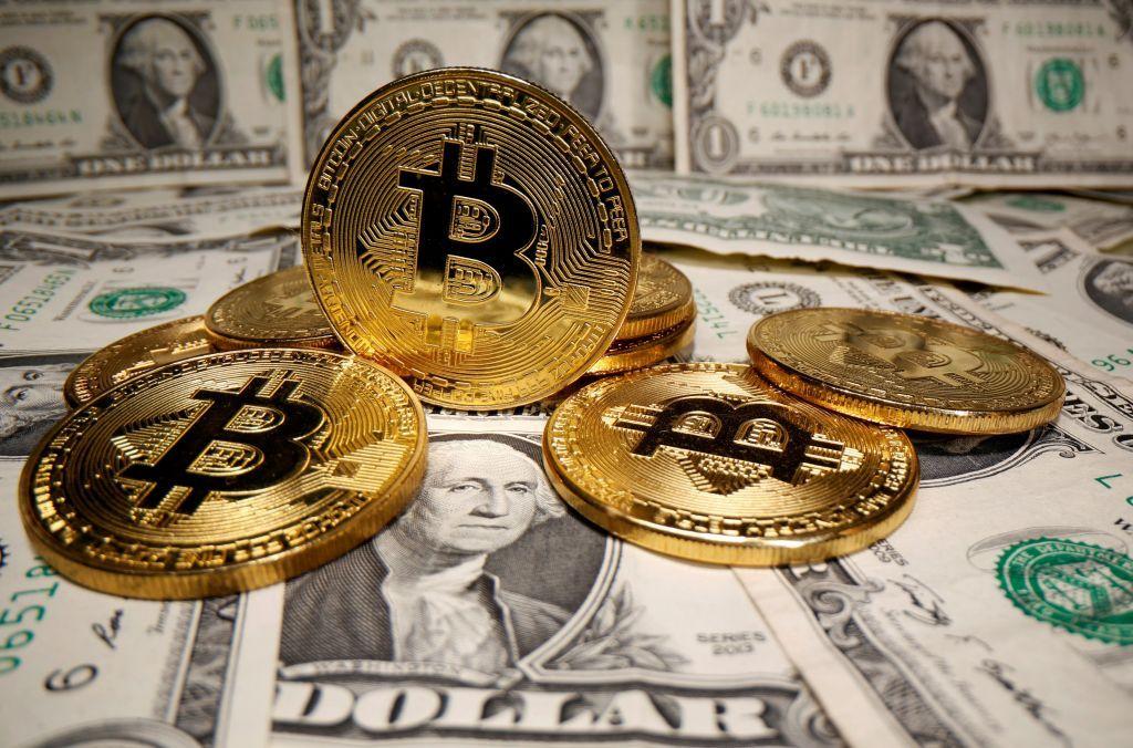 Το Bitcoin πέφτει και τροφοδοτεί ανησυχίες για φούσκα