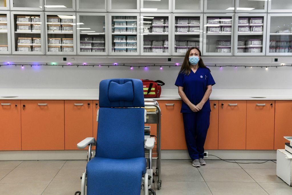 Κοροναϊός : Aνοίγει στις 18:00 η πλατφόρμα των ραντεβού εμβολιασμού για άτομα 80-84 ετών