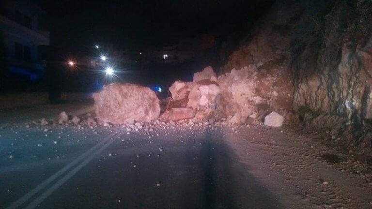 Σεισμός 4,7 Ρίχτερ στη Φωκίδα : Μικρή κατολίσθηση στην Εθνική Οδό