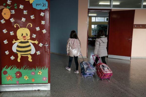 Κοροναϊός : Τα παιδιά του δημοτικού έχουν μόλις το 1/16 του ιικού φορτίου των 80άρηδων, δείχνει ολλανδική μελέτη
