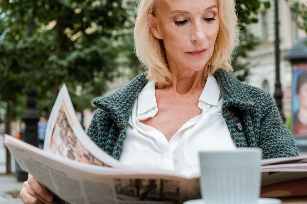 Τι συμβαίνει στο σώμα και την ψυχολογία μας κατά την εμμηνόπαυση; | in.gr