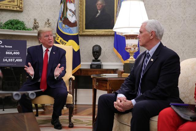 Πρώτη συνάντηση Τραμπ – Πενς μετά τα έκτροπα : Ούτε παραίτηση ούτε καθαίρεση