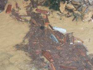 Ιταλία : Στη θάλασσα εκατοντάδες φέρετρα - Κατέρρευσε νεκροταφείο