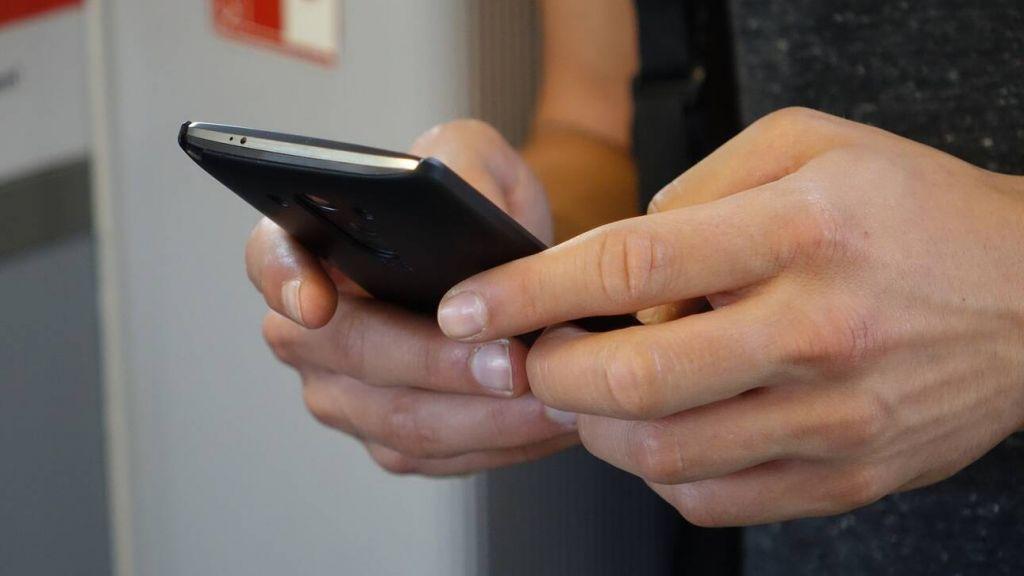 Γεωργιάδης : Έχει απορριφθεί ο «κόφτης» στα SMS – Τι είπε για το αλαλούμ με το take away