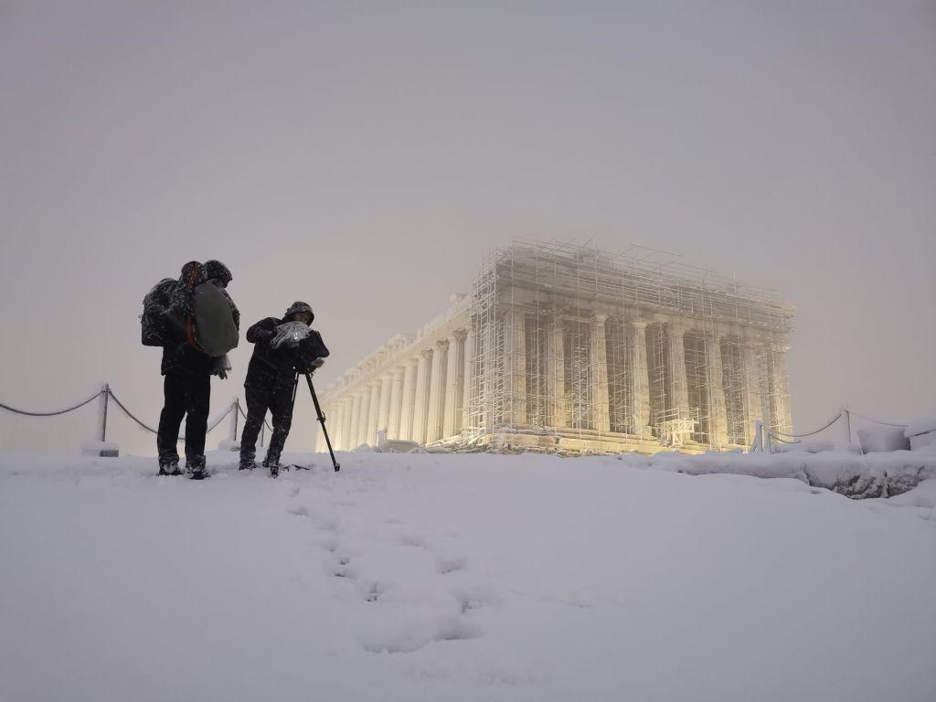 Η Μήδεια «πάγωσε» την Ελλάδα – Τρεις νεκροί και τεράστια προβλήματα ηλεκτροδότησης