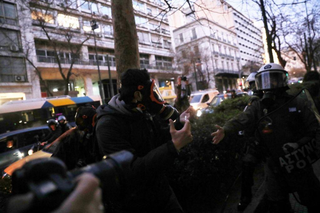 Η ΕΦΕ καταγγέλλει την επίθεση των ΜΑΤ σε φωτορεπόρτερ