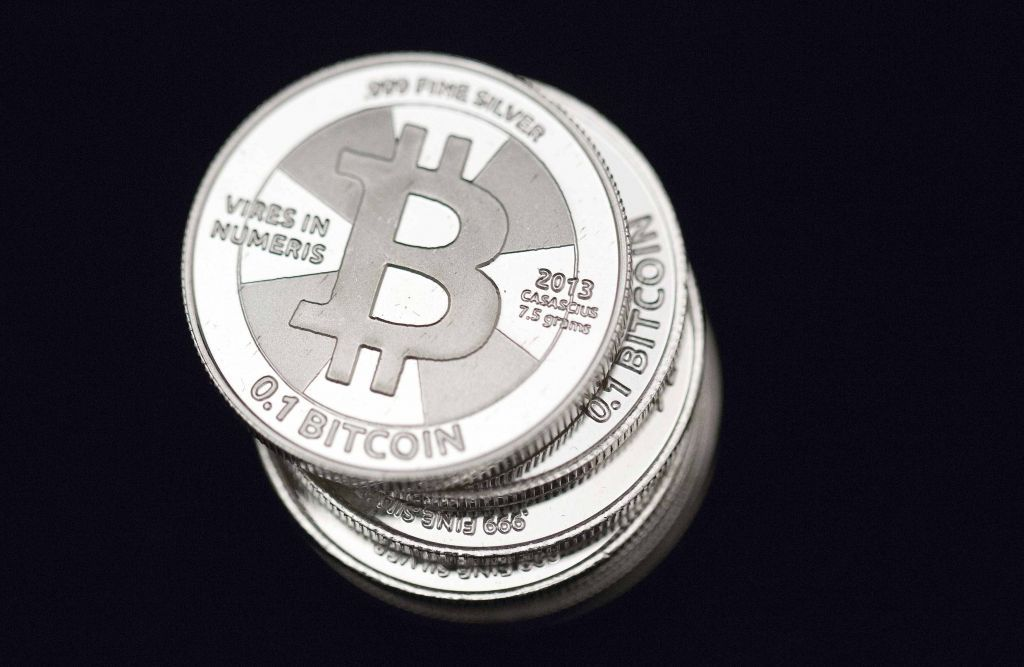 Bitcoin : Νέο ρεκόρ ισοτιμίας με την κεφαλαιοποίηση κοντά στο 1 τρισ. δολάρια