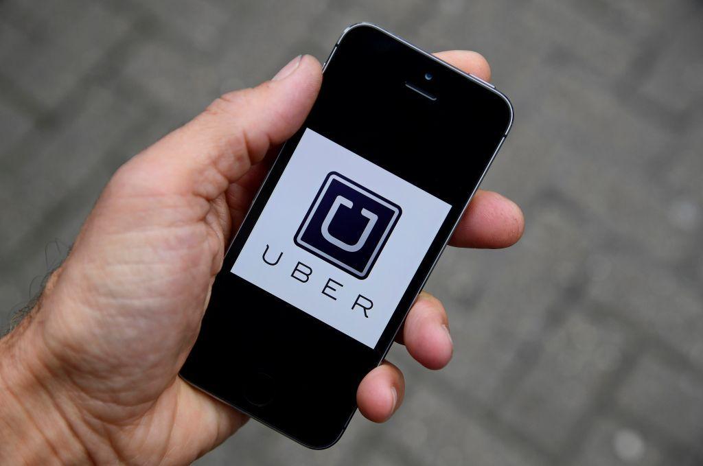 Uber : Απόφαση-σταθμός στη Βρετανία δίνει εργασιακά δικαιώματα στους οδηγούς