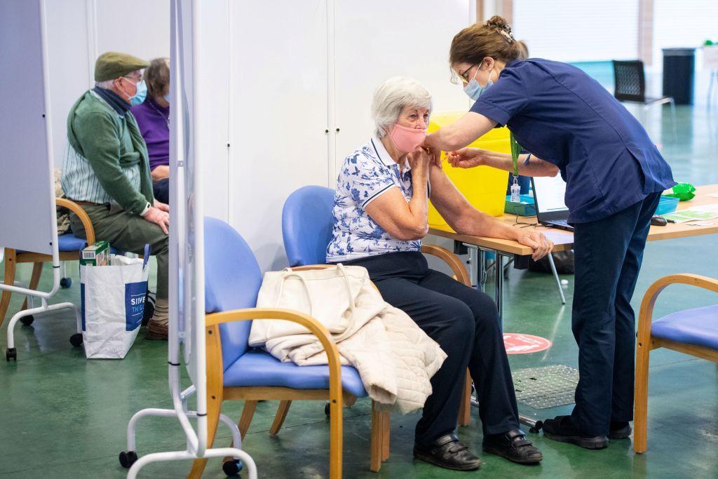 Κοροναΐός: Τα εμβόλια μειώνουν δραστικά τις νοσηλείες, δείχνει μελέτη στο σύνολο της Σκωτίας
