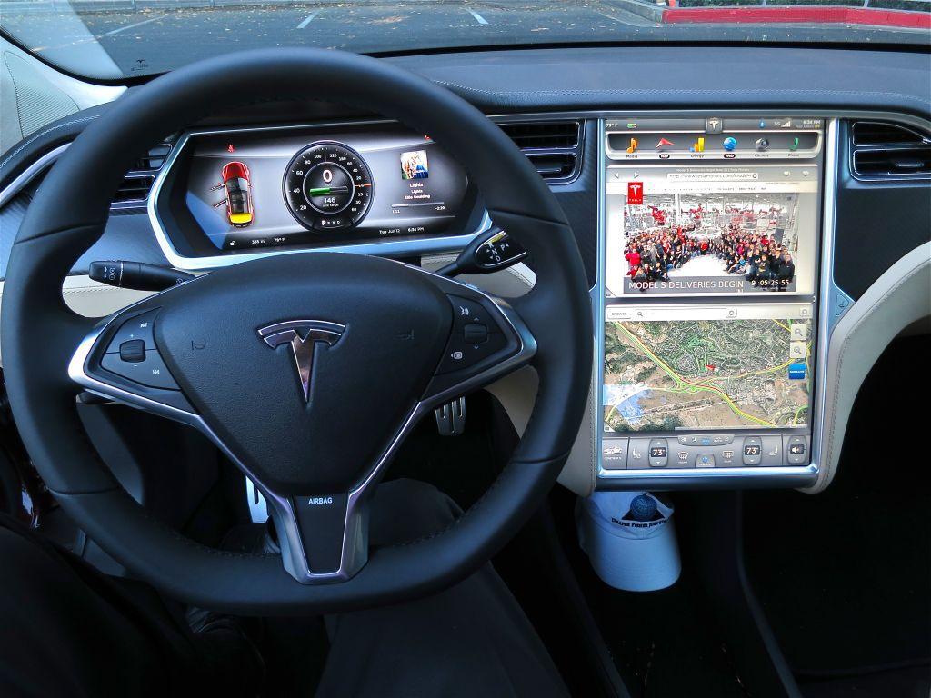 H Tesla ανακαλεί δεκάδες χιλιάδες οχήματα στις ΗΠΑ