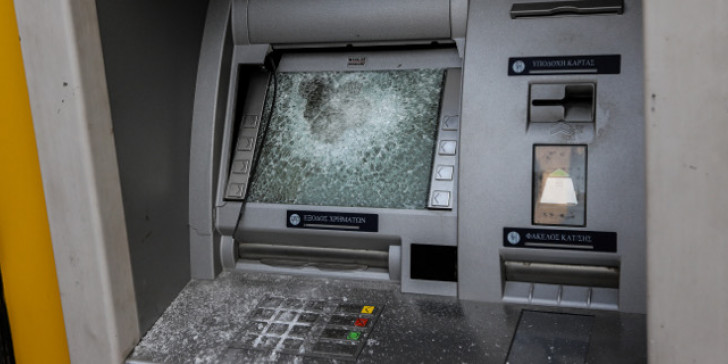 Μπαράζ επιθέσεων σε ΑΤΜ και υποκαταστήματα τραπεζών