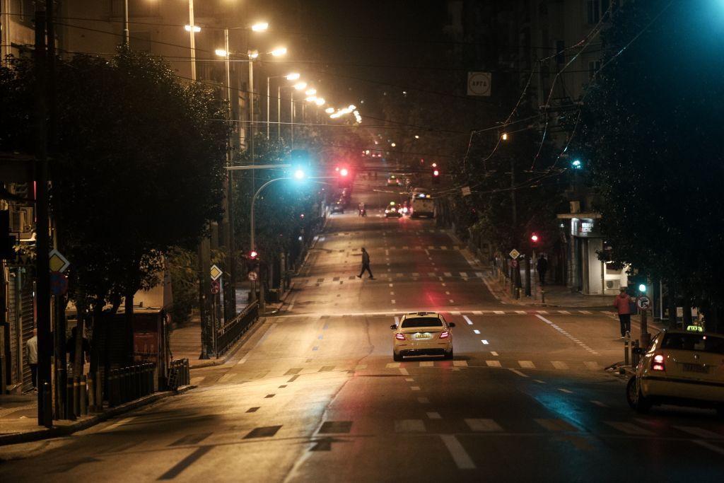 Κοροναϊός : Σε lockdown 6 εκατομμύρια Έλληνες – Τα μέτρα, η «ανυπακοή» και οι προβλέψεις