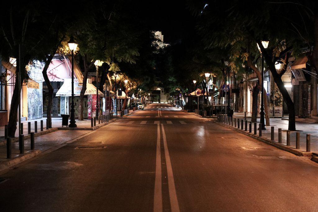 Lockdown : Άδειασαν οι πόλεις… – Εικόνες που θυμίζουν lockdown Μαρτίου σε Αθήνα και Θεσσαλονίκη