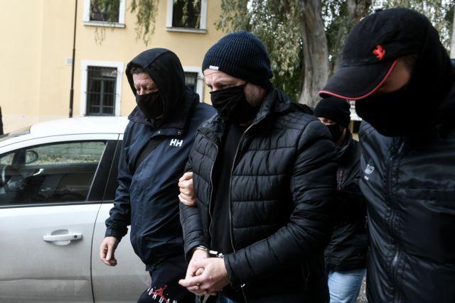 Δημήτρης Λιγνάδης : «Καταπέλτης» το ένταλμα σύλληψης – «Προκύπτει εμμονή για εγκληματική ροπή»