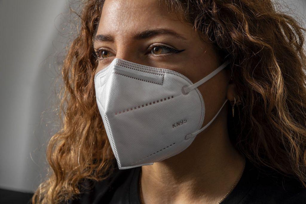 Χρυσές μπίζνες με πλαστές μάσκες υψηλής προστασίας