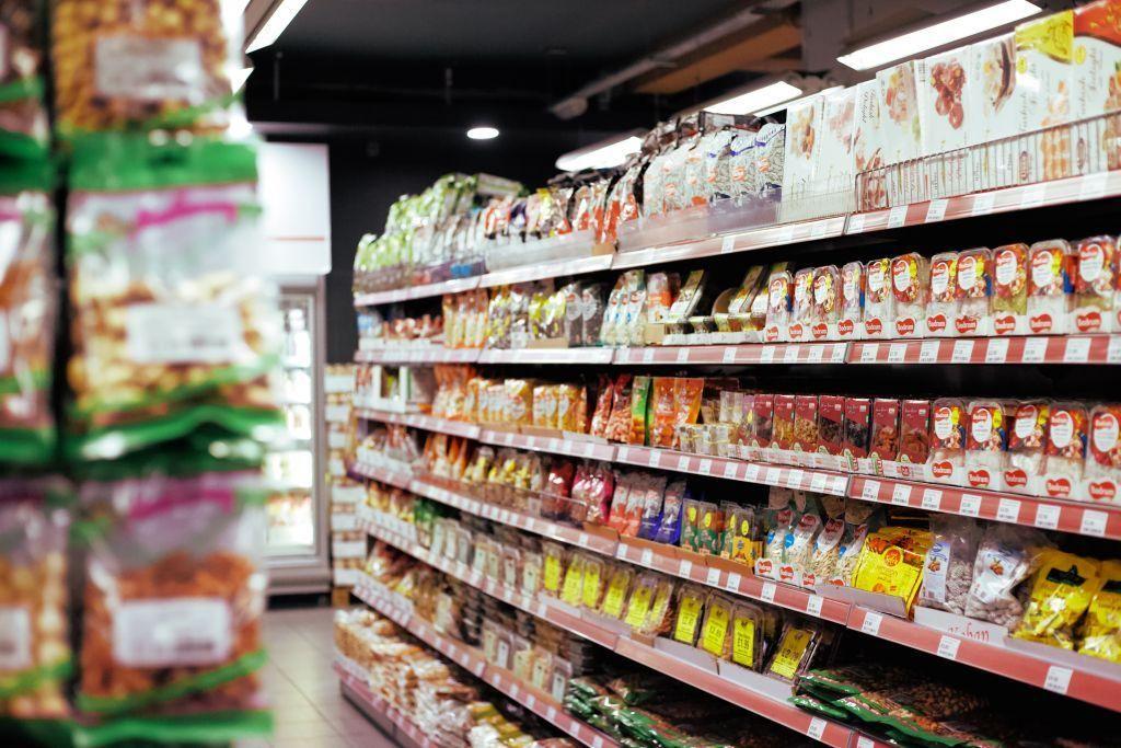 Σουπερμάρκετ – καταστήματα : Τι αλλάζει στις ώρες λειτουργίας τους – Ποιες μέρες θα είναι ανοιχτά