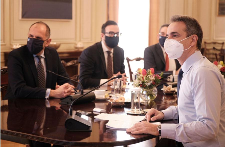 Κοροναϊός : Γιατί η κυβέρνηση βλέπει θετική πλευρά στο… ακορντεόν