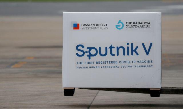 Bloomberg για Sputnik V: Το άλλοτε περιφρονημένο εμβόλιο του Πούτιν πρωταγωνιστής στην πανδημία