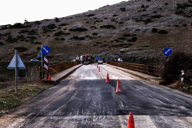 Σεισμός Ελασσόνα : Σοκαριστικές εικόνες – Άνοιξε στα δύο ο δρόμος