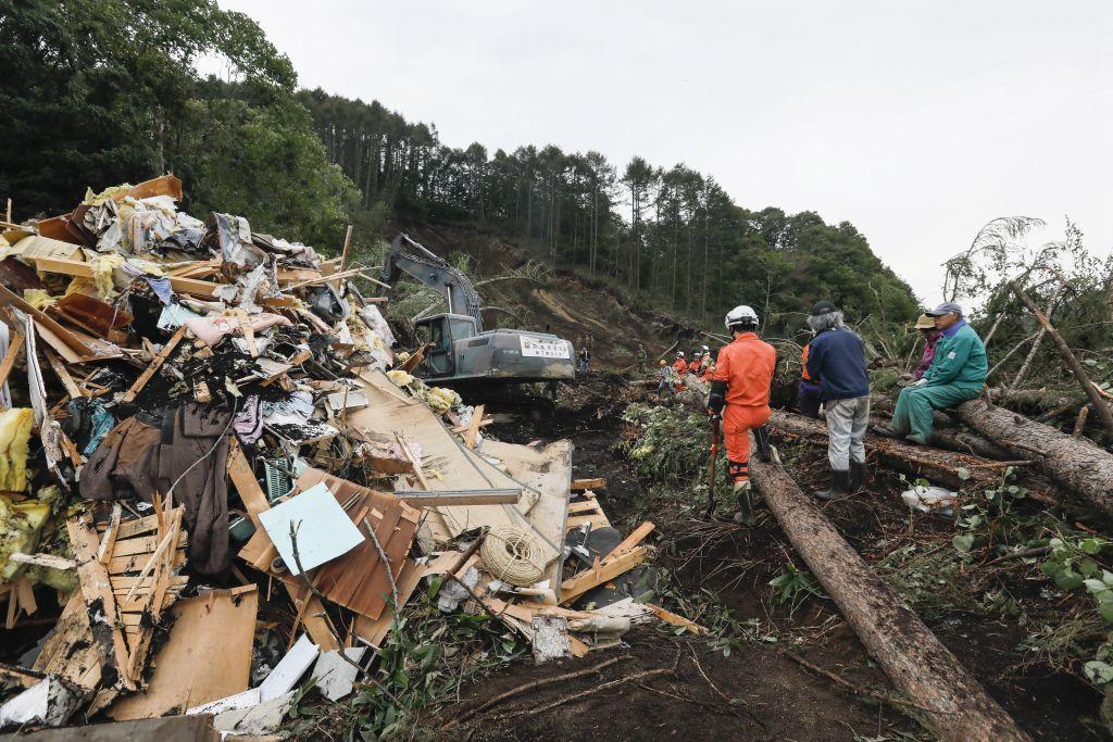Σεισμός Ελασσόνας: Έξι άτομα έχουν απεγκλωβιστεί στο Μεσοχώρι και την περιοχή της Μαγούλας