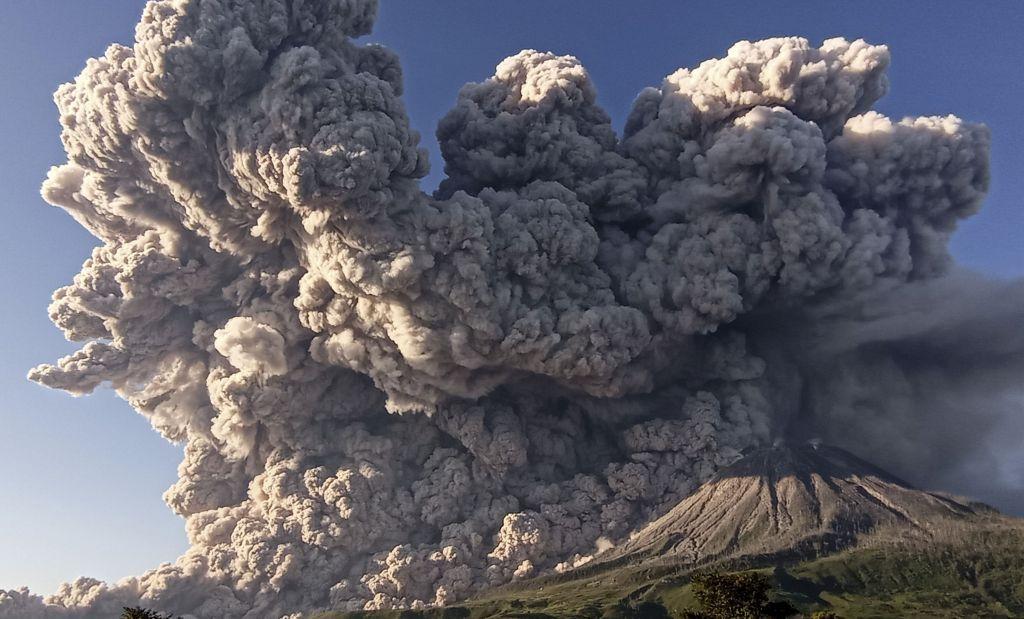 Δραματικό βίντεο καταγράφει έκρηξη ηφαιστείου στην Ινδονησία