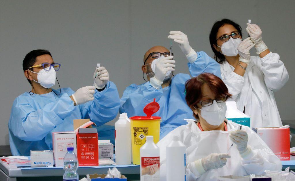 Κοροναϊός : Παγκόσμιος αγώνας δρόμου για τους εμβολιασμούς