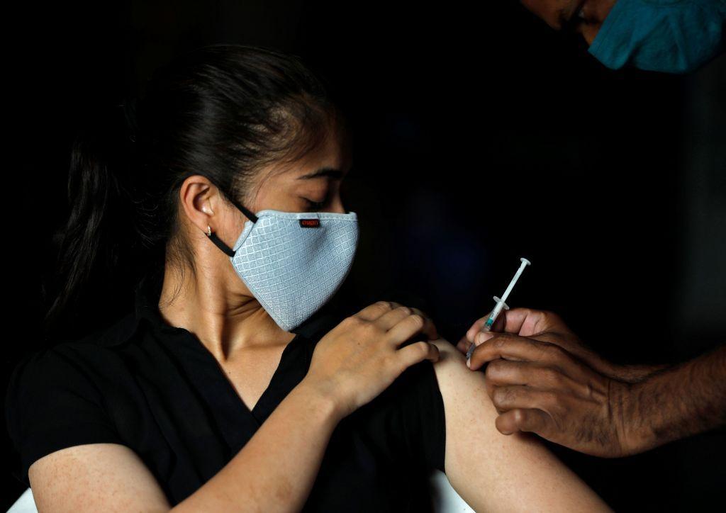 Covid-19 : Το εμβόλιο ίσως είναι πιο αποτελεσματικό σε όσους είχαν νοσήσει