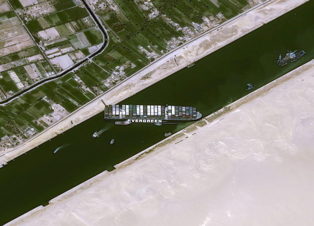 Διώρυγα Σουέζ : Το βράδυ του Σαββάτου εκτιμά την αποκόλληση του πλοίου η Ever Given