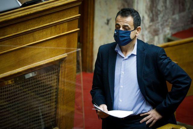 Σαντορινιός : «Τότε δεν είχαμε πανδημία» – Απίστευτη απάντηση για το ξύλο σε διαδηλωτές για τις Πρέσπες επί ΣΥΡΙΖΑ