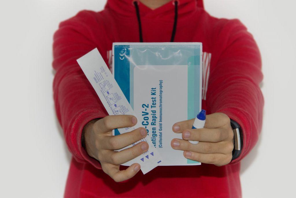 Ασφαλής επιτήρηση στα σχολεία με τεστ αντιγόνων αντί μοριακό έλεγχο
