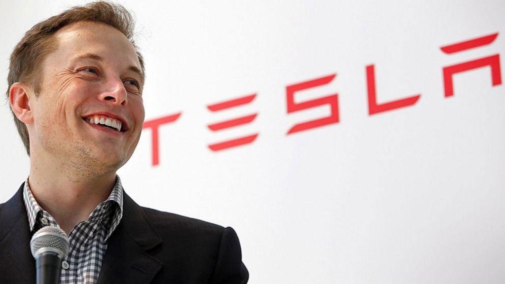 Tesla : Η σέξι μετοχή, ο χαρισματικός Μασκ και η ανεπανάληπτη «φούσκα»