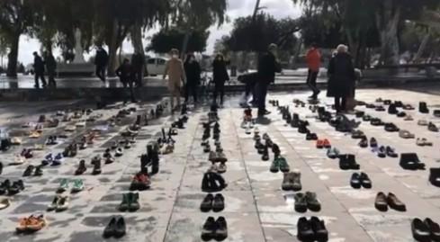 Στα όριά τους οι έμποροι σε Πάτρα και Κρήτη – 'Έβγαλαν τα παπούτσια τους σε ένδειξη διαμαρτυρίας