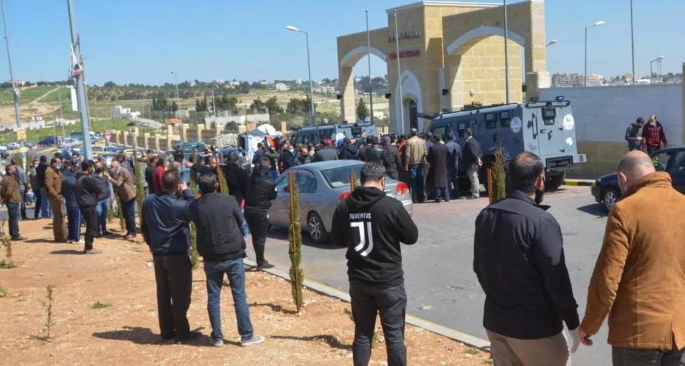 Ιορδανία : Αγριες συγκρούσεις αστυνομίας με διαδηλωτές κατά των μέτρων για τον κοροναϊό