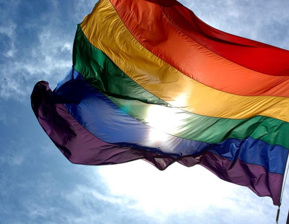 Τη νομοθέτηση του πολιτικού γάμου «για όλους» ζητάει ο ΣΥΡΙΖΑ